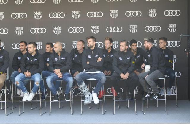 La plantilla del Barça recibe los nuevos vehículos Audi