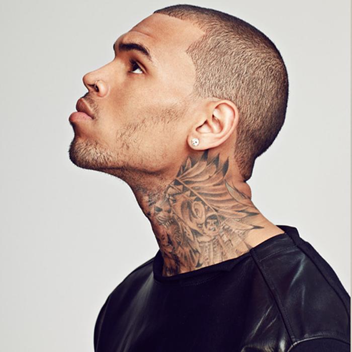 tatuagem-chris-brown-pescoco