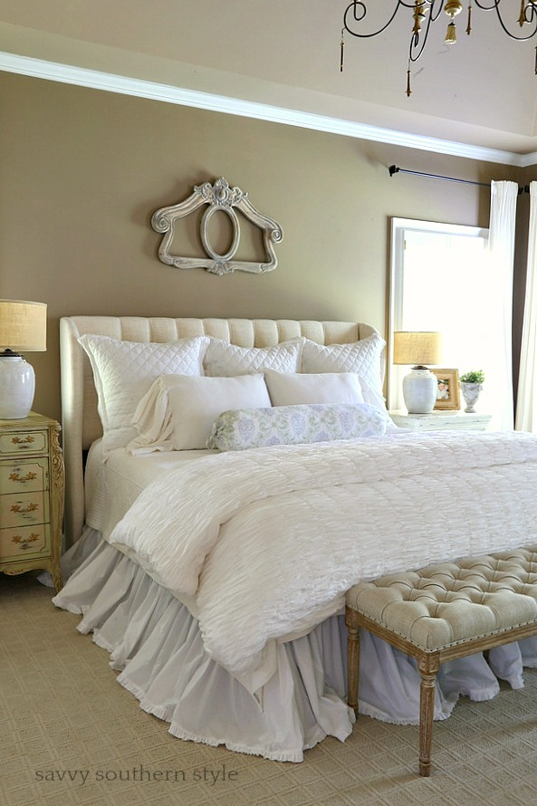 Savvy southern style layers of white summer bedding in for Southern style bedroom