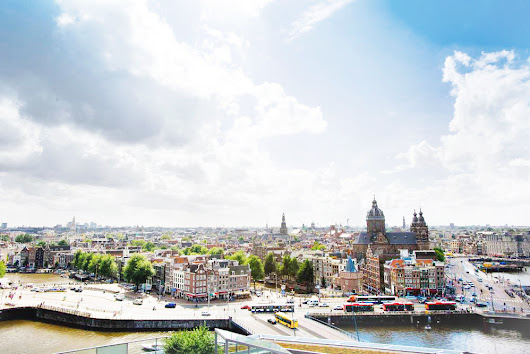 NO WINDMILLS, NO MICE - A PRETTY WOMAN STYLE TRIP TO AMSTERDAM