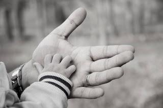 Proposta que pode estender a licença paternidade de cinco para até 20 dias.