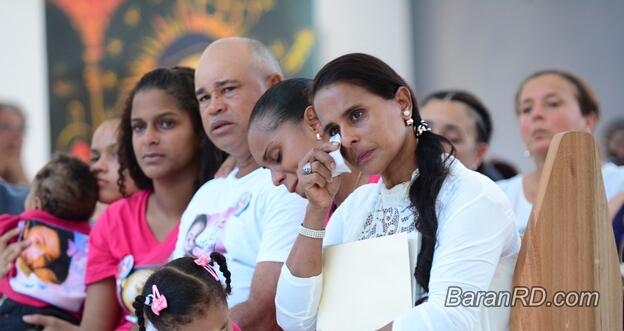 Familiares de la adolescente Emely Peguero