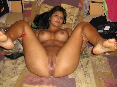 Young naked latina buttocks