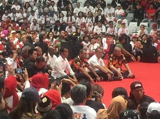 Jokowi: Yang Berani Ganti Ideologi NKRI, Berhadapan dengan Pemuda Pancasila
