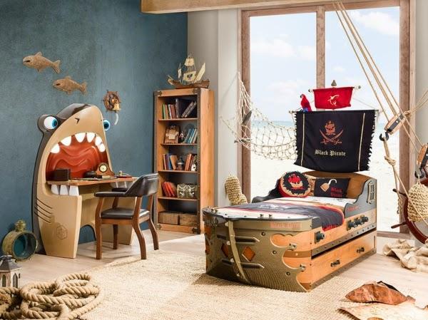 dormitorio con cama pirata