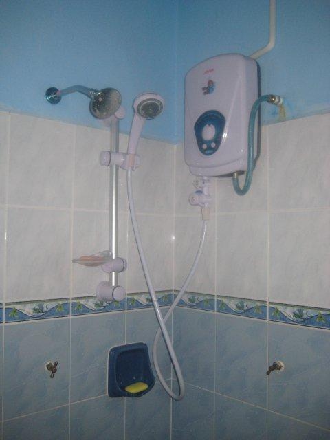 Water Heater Shower Dalam Bilik Mandi Master Bedroom Rumah Ni Ada 3