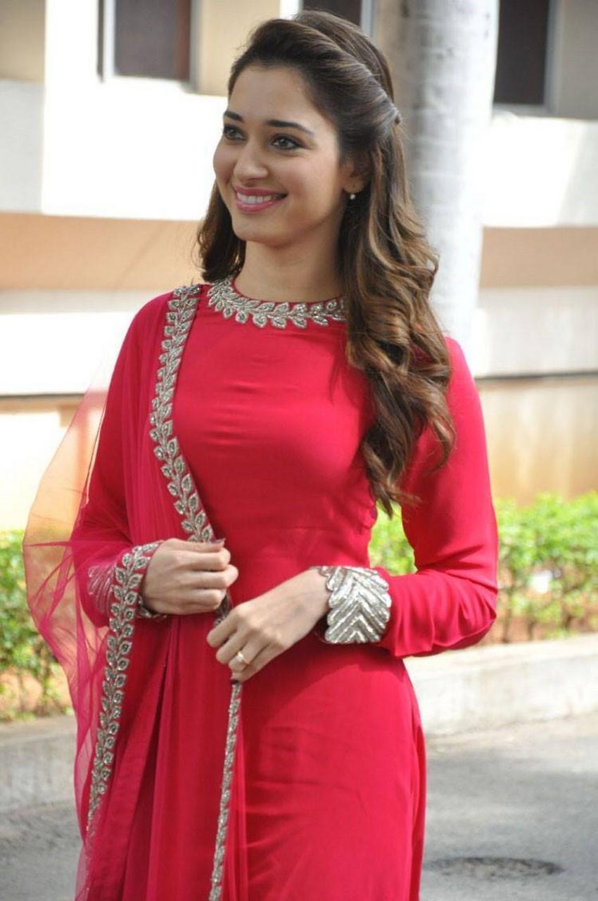 Tamanna Bhatia At Telugu Film Bengal Tiger Press Meet Actress Oviya Cleavage