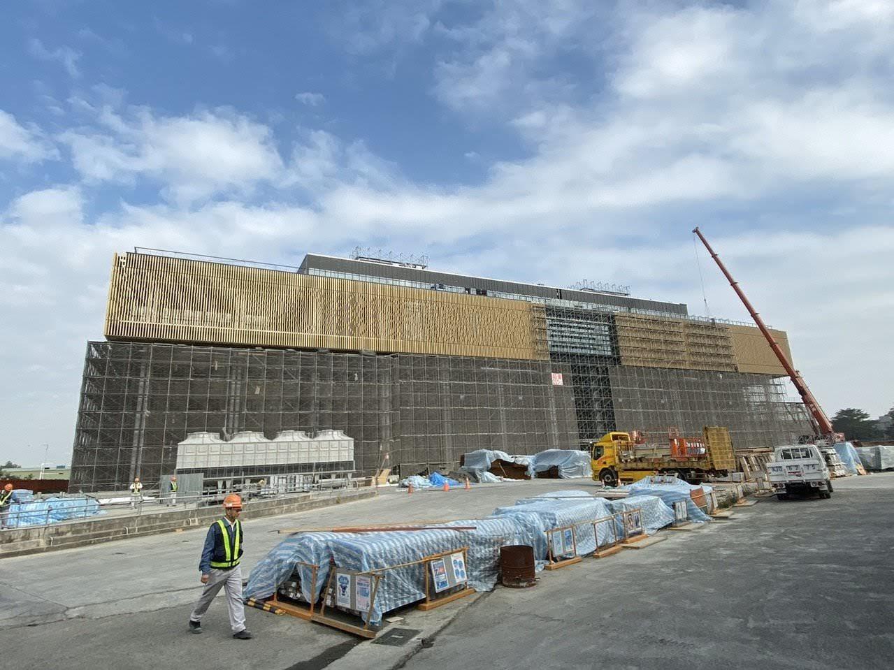 台南市立圖書館-新總館年底開幕|閃耀淡金色格柵吸引目光