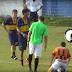 INUSITADO: Árbitro apita jogo bêbado, cai, agride jogador e sai preso; confira o vídeo
