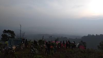 Komunitas Pemuda Trip Lebuay Gelar Camping Ceria di Bukit Kabut Banjaran