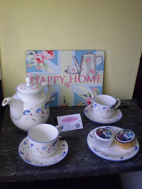 Floral tea set and cupcakes