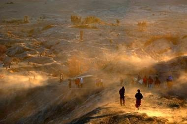salah satu foto epik karya fotografer Indonesia, Arbain Rambey
