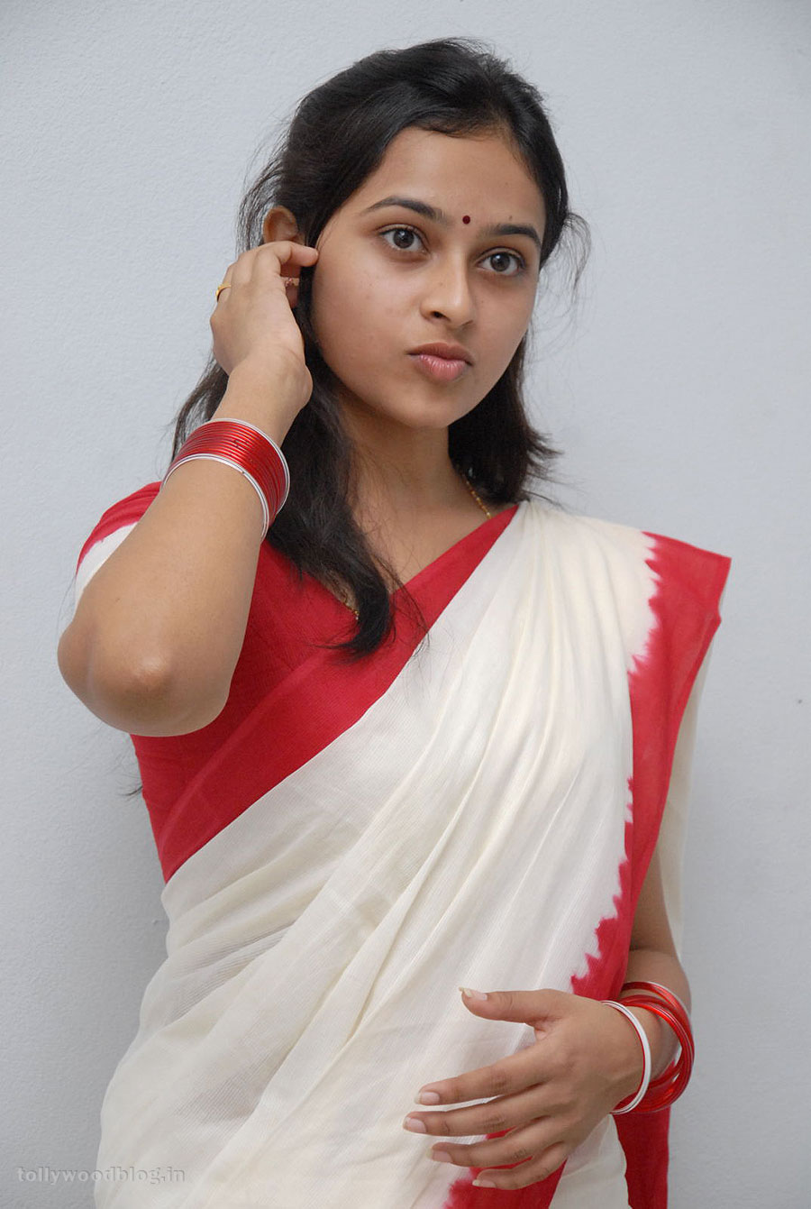 Very Stylish Girl Wallpapers Sri Divya Beautiful Traditional Look Photo Shoto