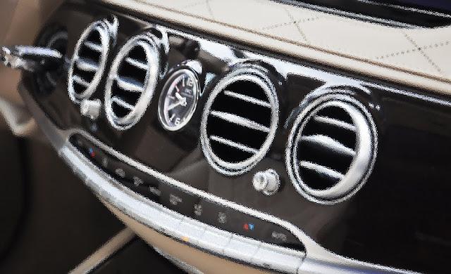 Bảng Taplo Mercedes Maybach S400 4MATIC 2017 trang bị đồng hồ thời gian IWC sang trọng