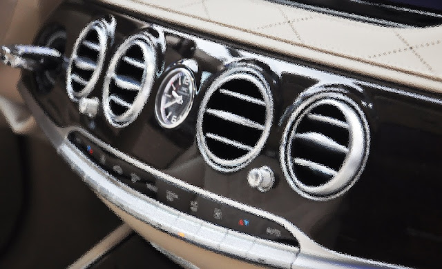 Bảng Taplo Mercedes Maybach S450 4MATIC 2018 trang bị đồng hồ thời gian IWC sang trọng