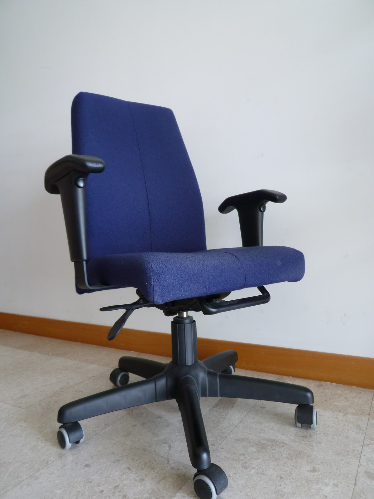 ergonomic esthetician chair small swivel chairs for living room zeeto 39s singapore garage sale selling fast