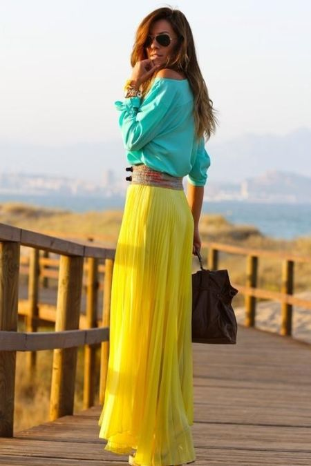 street style: yellow maxi skirt with turquoise top