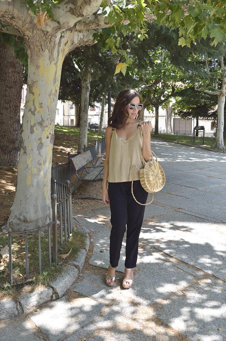 golden_top_black_pants_summer_look_trends_gallery