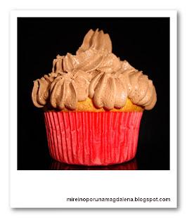 Cupcakes de chocolate blanco con cobertura de trufa