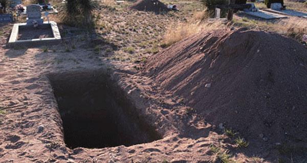 [MASYAALLAH] Tidak Muat Saat Dimasukkan Kedalam Lubang Kubur, Jenazah Ini Mengalami...
