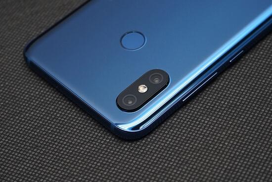 مواصفات وسعر هاتف Xiaomi Mi 8 الجديد بالصور والفيديو
