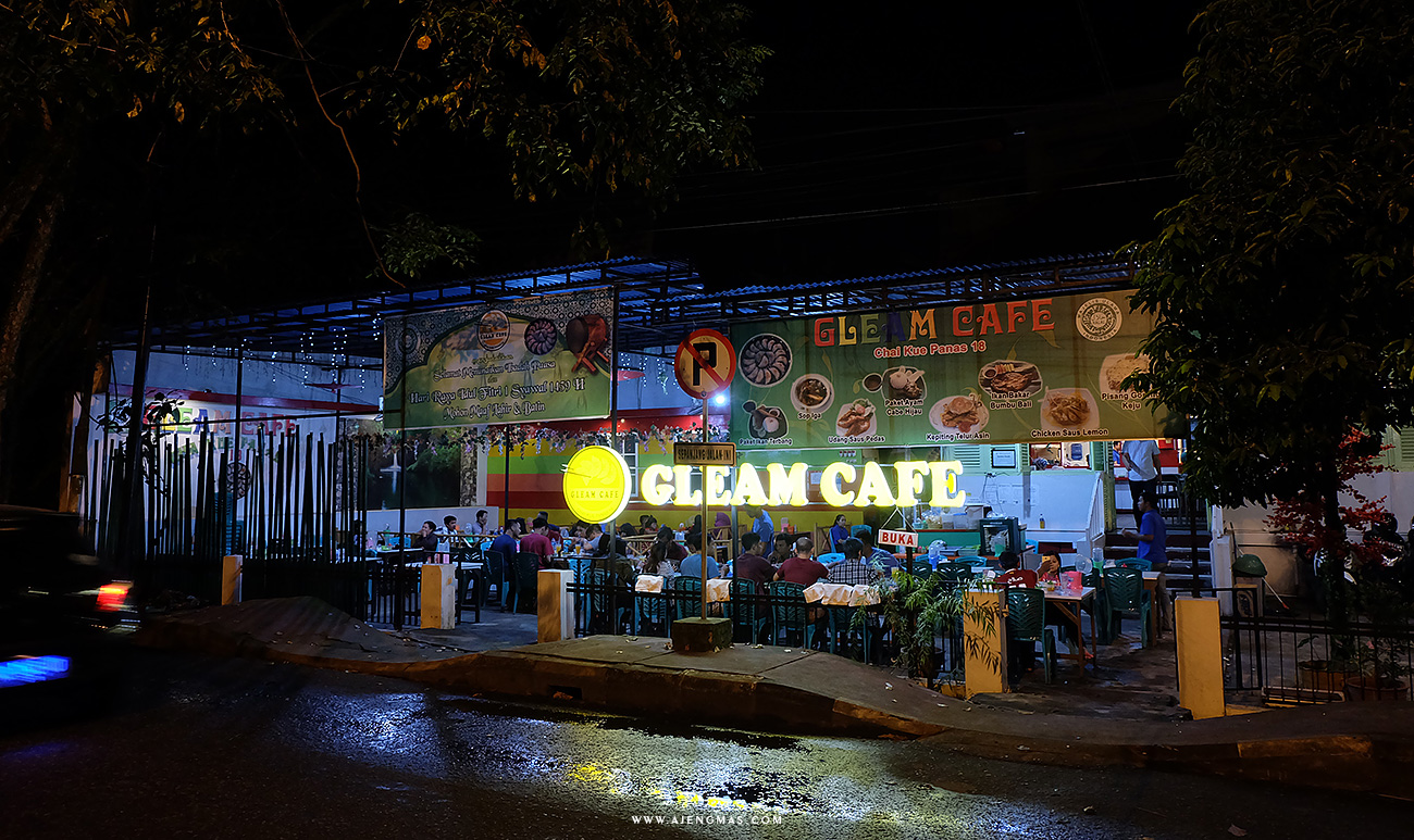 gleam-cafe-chai-kwe-chaipan-halal-pontianak-kalimantan-jogjabloggirls-ajengmas