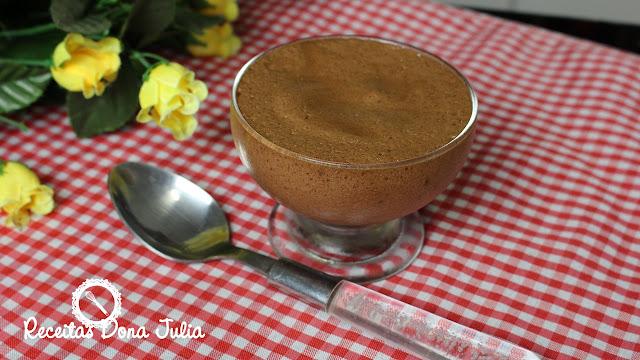 """""""Mousse de chocolate sem leite, ovos e soja"""""""