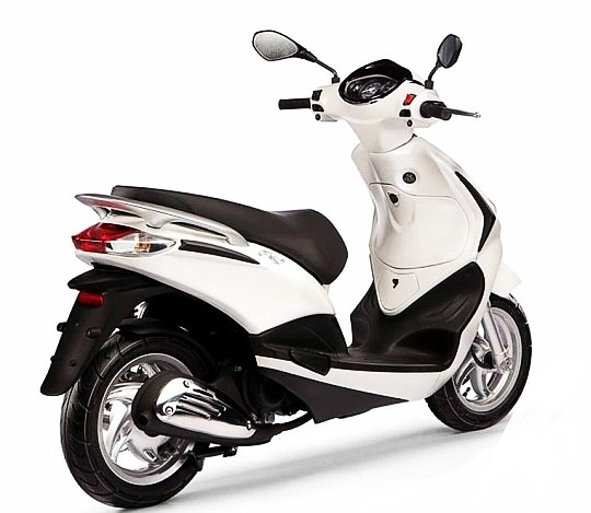 piaggio fly scooter white