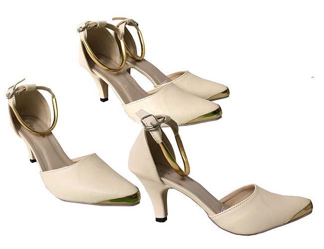 High heels cantik dijual kurang dari 100 ribu rupiah