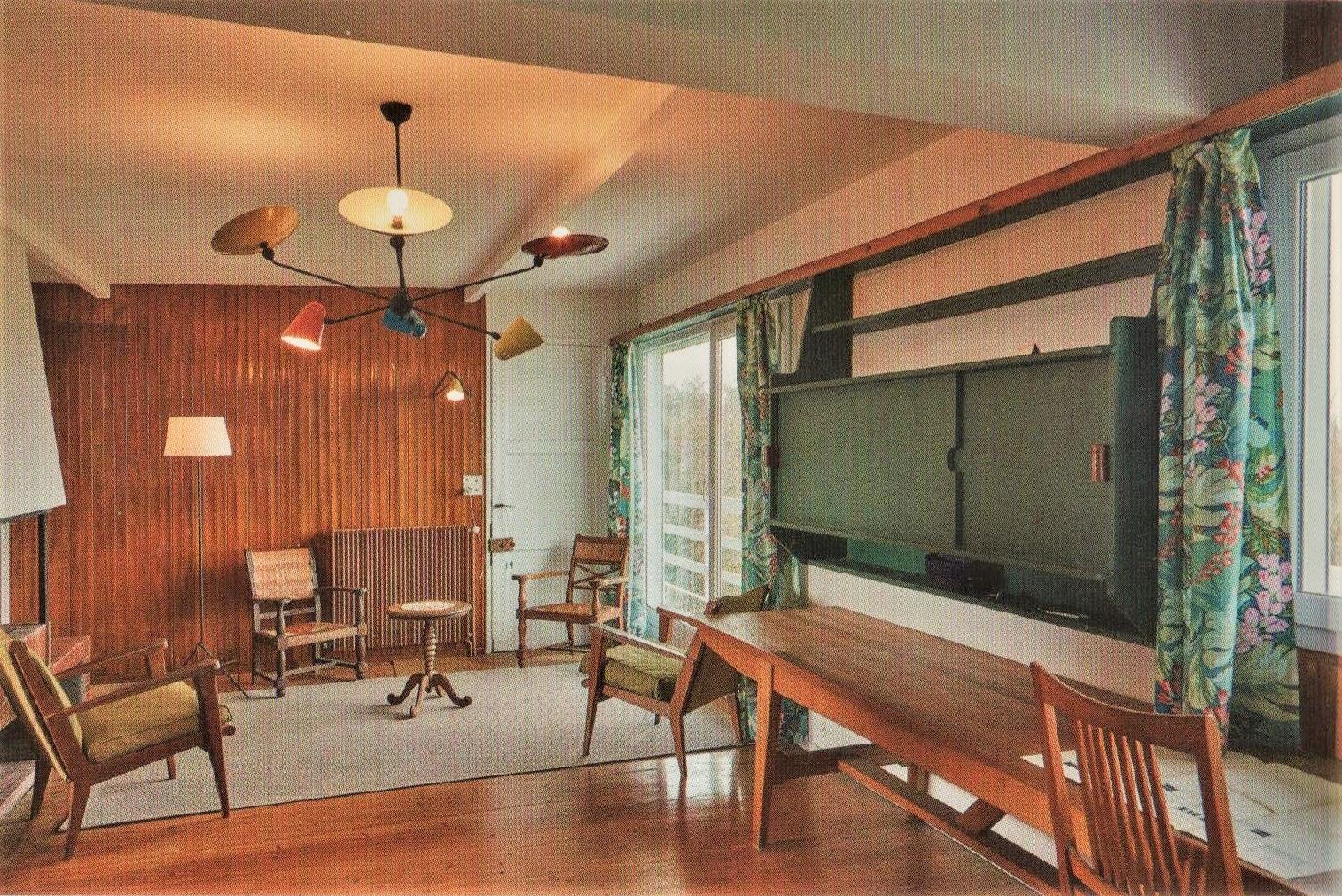 art utile. Black Bedroom Furniture Sets. Home Design Ideas