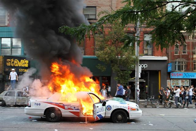 mobil baru terbakar