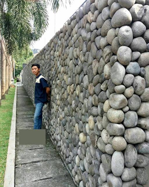 Pagar batu kali, unik banget dari biasanya