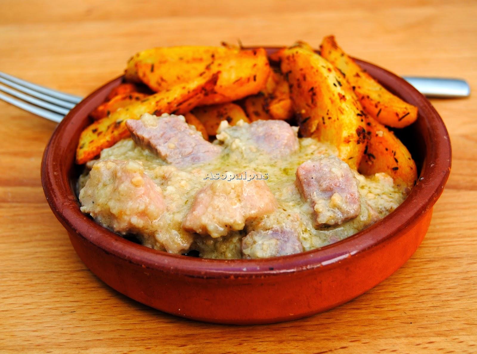 Carne con Salsa de Almendras y Patatas al Horno