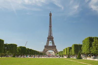 Megahnya Menara Eiffel di Paris Perancis Megahnya Menara Eiffel di Paris Perancis
