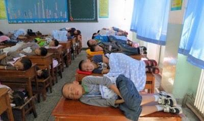 Ada Peraturan Baru, Siswa Boleh Tidur Siang di Kelas?