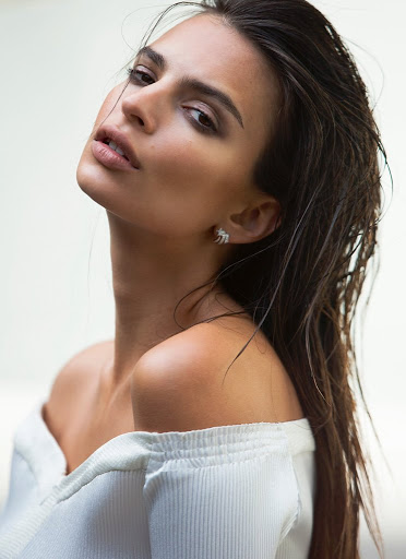 hot model emily ratajkowski topless photo shoot for es magazine may 2016