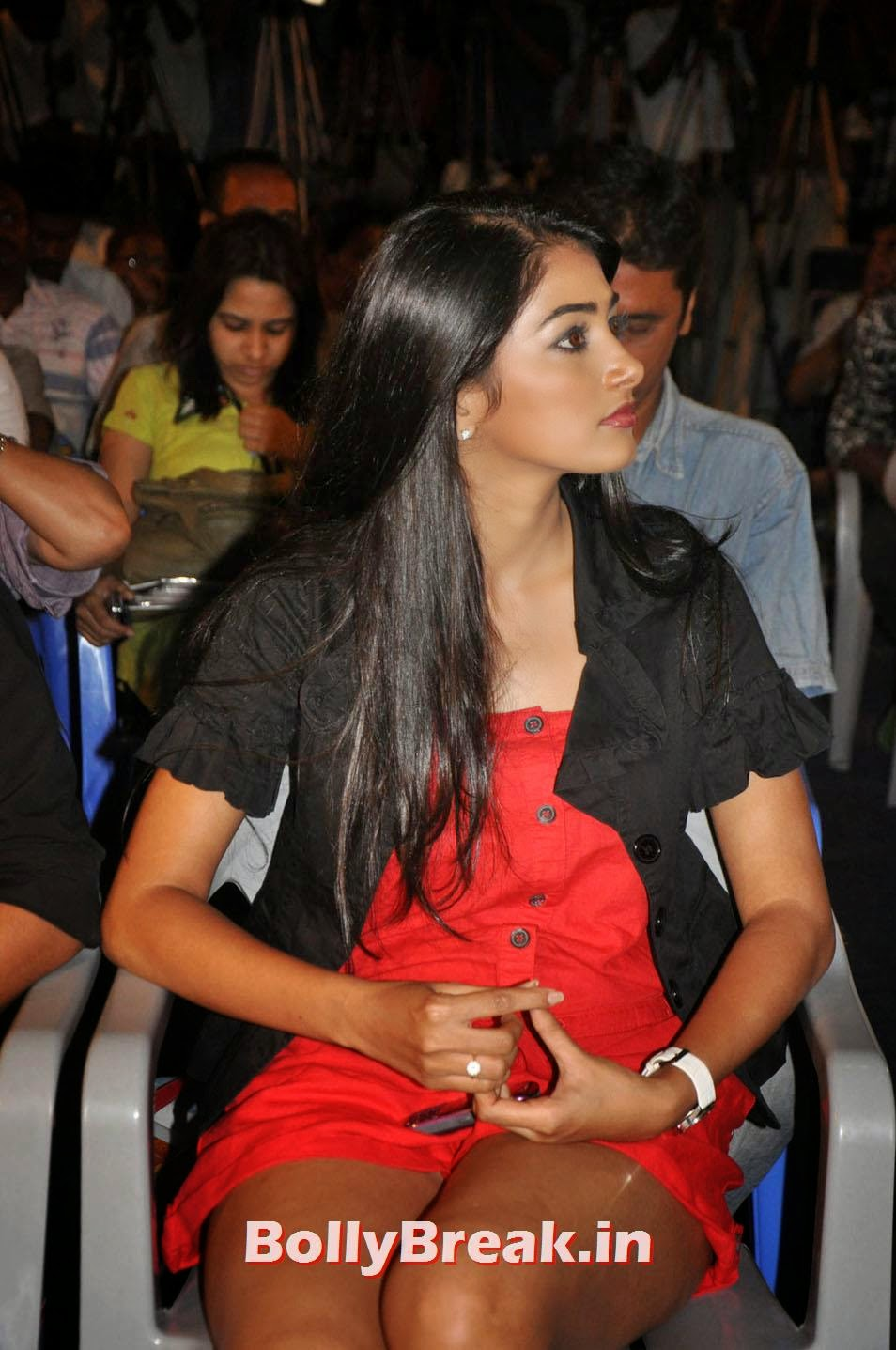 , Mohen Jo Daro Actress Pooja Hegde Hot Pics