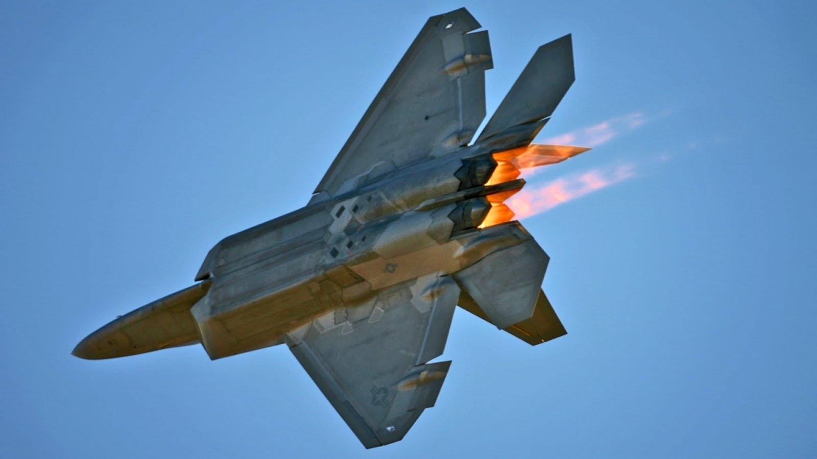 Ξεφλουδίζει η ειδική stealth επικάλυψη των F-22 Raptor!