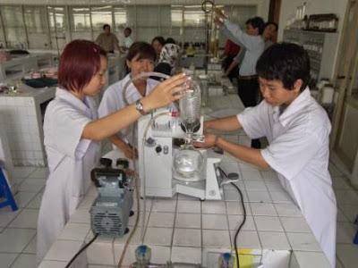 Cara Bekerja yang Baik dan Benar di Laboratorium