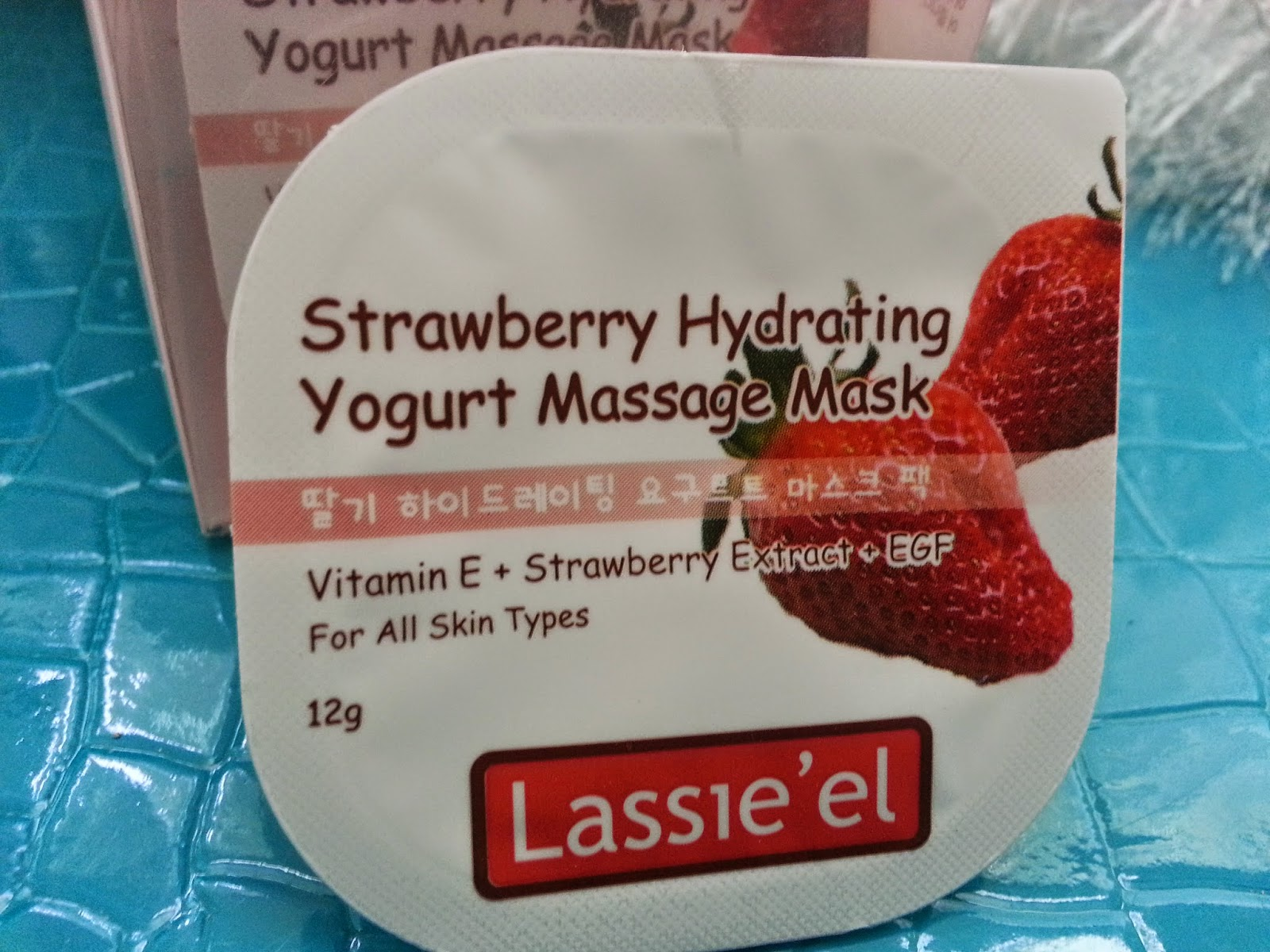 the packaging of the Lassie'el Strawberry Hydrating Yogurt Massage Mask