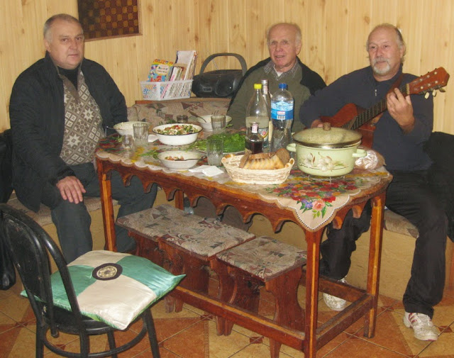 Батурин, Шелудько, Бабенко с гитарой