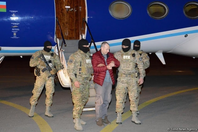 Llega a Bakú bloguero ruso extraditado desde Bielorrusia