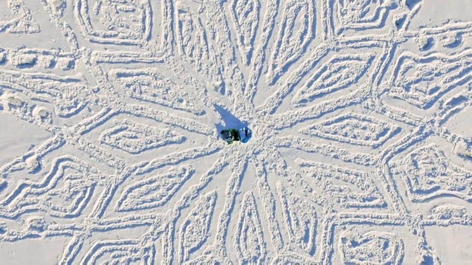 Each of the drawings covers a massive area, requiring Beck to travel 25 miles in any direction to mark out the pattern. - This Looks Like Footprints In The Snow, But When You Zoom Out… WOAH.