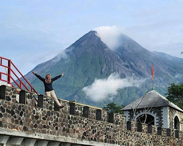 tempat wisata populer di Jogja The Lost World Castle Cangkringan