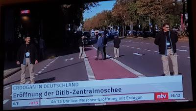 http://www.spiegel.de/video/recep-tayyip-erdogan-eroeffnung-von-ditib-moschee-in-koeln-video-99021164.html