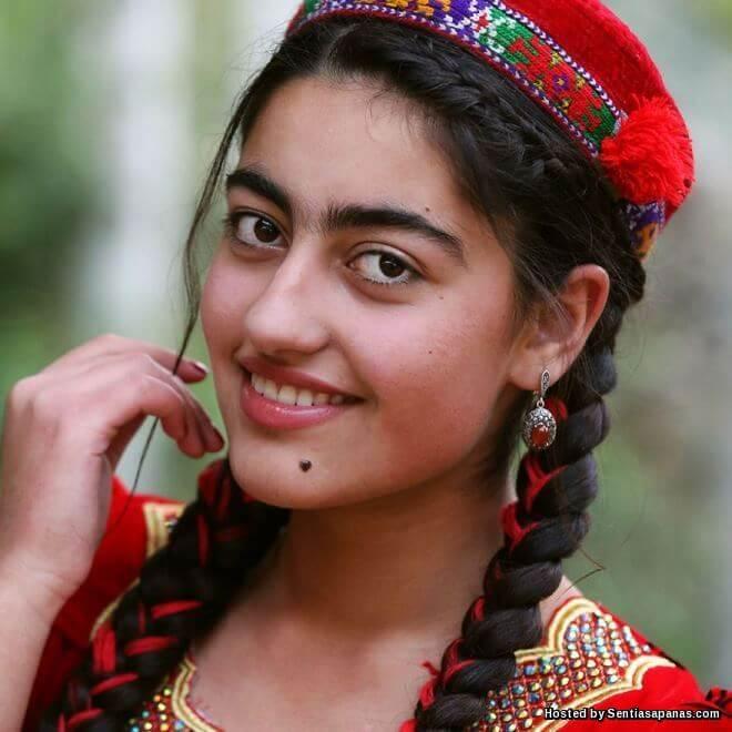 Keunikan Bulu Kening Bersambung Wanita Tajikistan