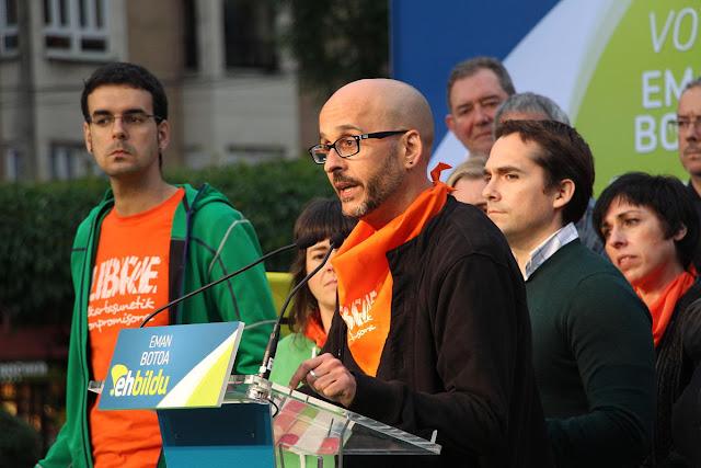 García, con Iker Rahona y Endika Abad de fondo