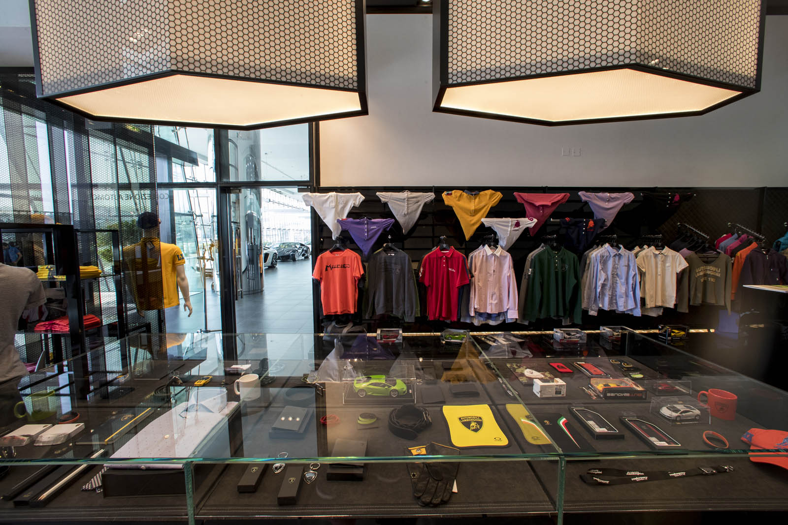 Dealers Of Clothes In Dubai Mail: Lamborghini Just Opened Its Largest Showroom Yet
