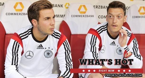 Mario Gotze dan Mesut Ozil di Timnas Jerman