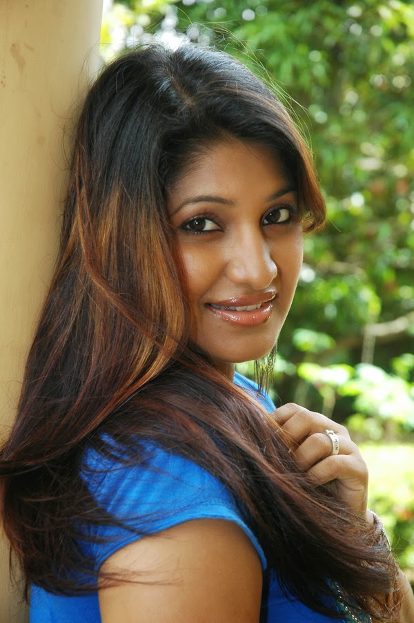 Hot sri lankan tamil teen exposes her delicious body - 1 3